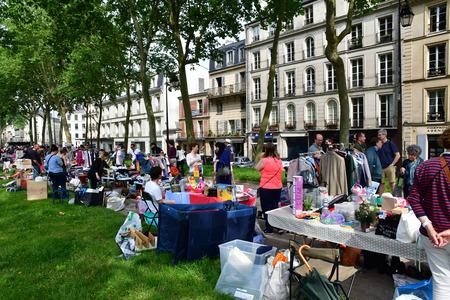Versailles; France - june 10 2018 : the flea market Archivio Fotografico - 109960294