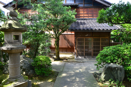 Kanazawa, Japan - august 3 2017 : the Nagamachi samourai house district Banque d'images - 110050926
