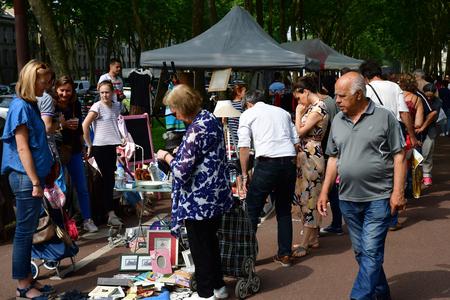 Versailles; France - june 10 2018 : the flea market Archivio Fotografico - 116460154