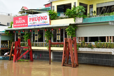 Chau Doc; Socialist Republic of Vietnam - august 19 2018 : boat on the river 新聞圖片