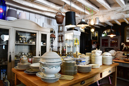 Maulette; France - may 1 2018 : an antique shop in Bois l Epicier Archivio Fotografico - 117479582