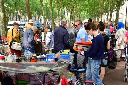 Versailles; France - june 10 2018 : the flea market Archivio Fotografico - 119733006
