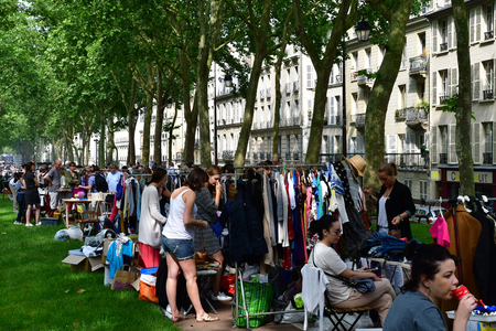 Versailles; France - june 10 2018 : the flea market Archivio Fotografico - 120570580