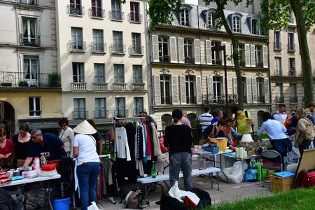 Versailles; France - june 10 2018 : the flea market Archivio Fotografico - 121681294