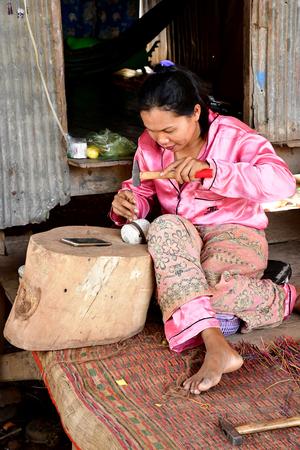 Koh Chen; Kingdom of Cambodia - august 21 2018 : engraver workshop Фото со стока - 121681300