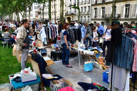 Versailles; France - june 10 2018 : the flea market Editoriali