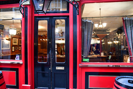London, England - december 23 2017 : pub in the Westminster city Imagens