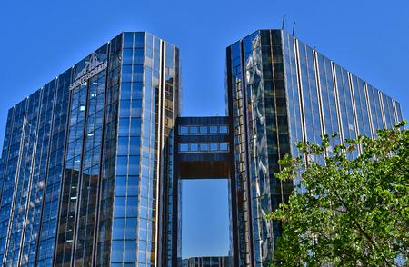 Paris La Defense; France - may 25 2017 : La Defense district, the biggest business distric in Europe Banque d'images - 120979820