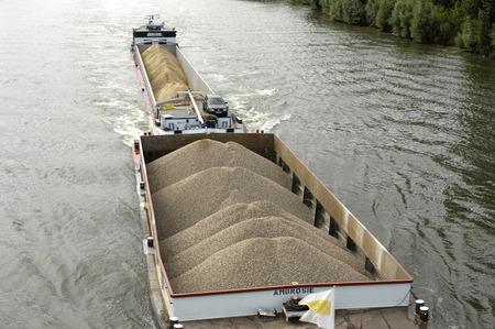 Les Mureaux; France - october 3 2017 : barge on the seine river Standard-Bild