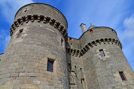 Guerande, France - april 14 2017 : the medieval city in spring Banque d'images - 121893648