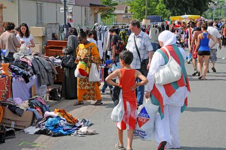 Les Mureaux; France - may 8 2018 : the flea market Archivio Fotografico - 123572840