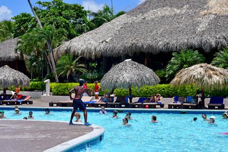 Punta Cana, Repubblica Dominicana - 3 giugno 2017: acquagym in piscina Editoriali
