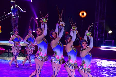 Les Mureaux; France - october 14 2018 : diabolo juggling at the circus festival Banque d'images - 124778086