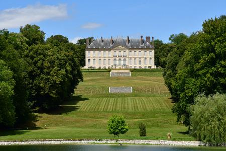 Villarceaux; France - july 28 2018 : the historical castle Imagens - 124826505