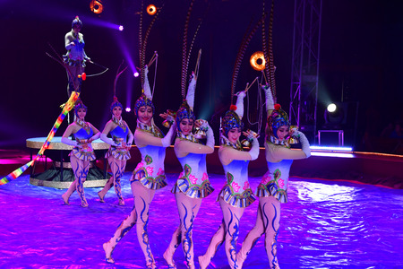 Les Mureaux; France - october 14 2018 : diabolo juggling at the circus festival Banque d'images - 124826741