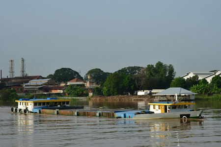 Phnom Penh; Kingdom of Cambodia - august 21 2018 : riverside view from a boat 新聞圖片