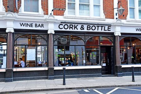 London; Hampstead, England - may 5 2019 : wine bar in the city centre of Hampstead  Stockfoto