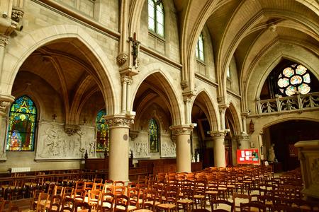 Vigny , Francia - 24 maggio 2019 : la chiesa neogotica di San Medardo