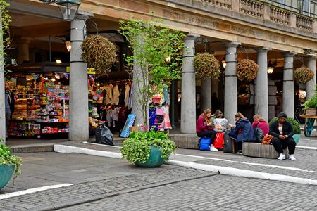 London, England -  may 3 2019 : the Piazza in the Covent Garden district Redakční