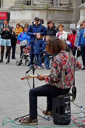 London; England ; may 3 2019 : singer on the Trafalgar Square Redakční