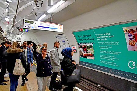 London, England - may 1 2019 : the tube in King cross Saint Pancras station Redakční