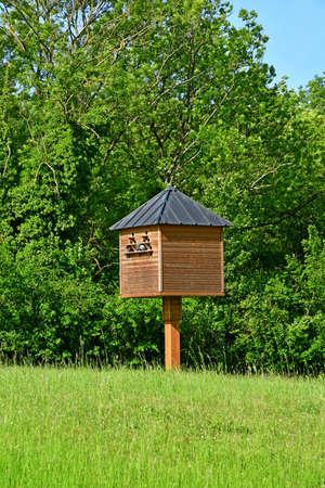 a dovecote in a field near tne pool 版權商用圖片