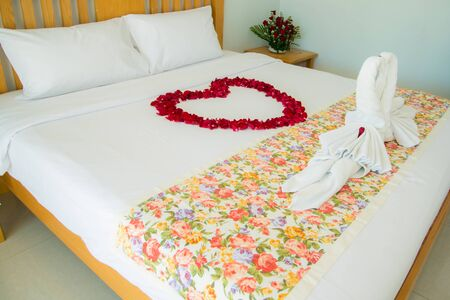 honeymooners: Roses placed on the the bed in wedding day. bridal house