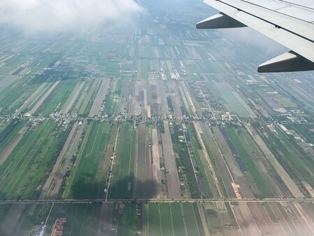 View plane wing from Airplane Window.shot on a airplan. Imagens