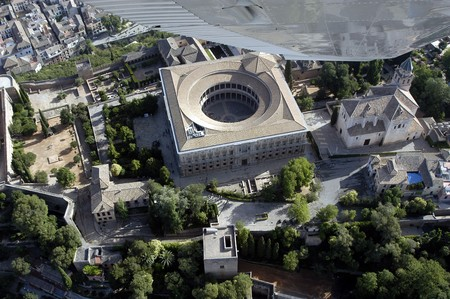 familiar: Aerial view of the palace of Charles V next to the Alhambra in Granada Editorial