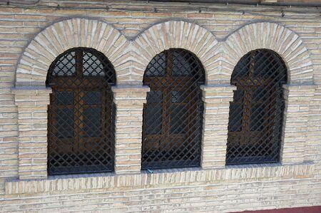 Ventanas con arcos de ladrillo Foto de archivo - 4049135