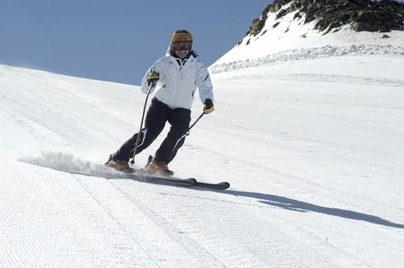 Women skiing in Sierra Nevada Stock Photo - 3986101