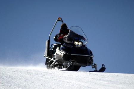 sierra: Snowmobiling in Sierra Nevada