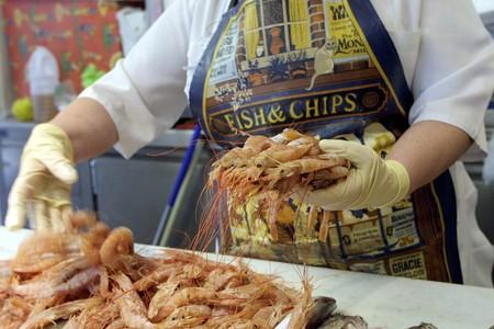 visboer: Verkoop van vis in repetitieperiode Stockfoto