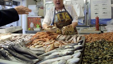 Selling fish in fishmonger