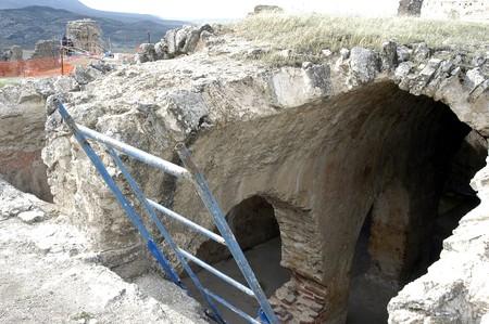 reconstructing: Restoration of the Arab citadel of P��ar