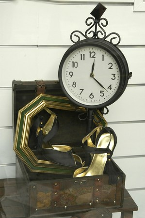 CLOCK IN ANCIENT AND MODERN SHOE Showcase photo