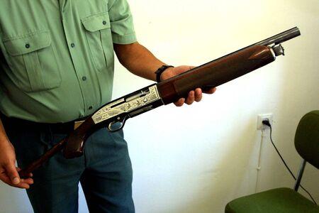 seized: Shotgun seized by the Guardia Civil Stock Photo