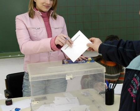 REFERENDUM VOTE FOR THE TREATY OF EUROPEAN CONSTITUTION Stock Photo - 4318941
