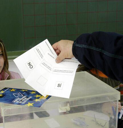 REFERENDUM VOTE FOR THE TREATY OF EUROPEAN CONSTITUTION Stock Photo - 4318937