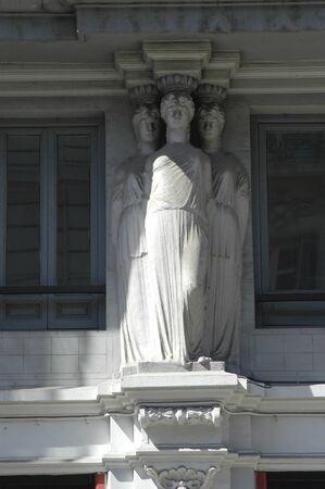 figuras humanas: Columnas con figuras humanas en Granada Construcci�n