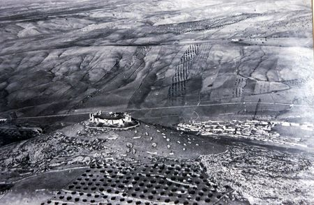 ar: Old aerial photographs of the town of Pi�ar and fields in the province of Granada