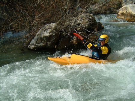 Canoa de whitewater de ascendencia