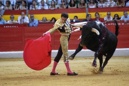 matador: De stierenvechter Enrique Ponce in het stierengevecht gehouden in Granada op 7 juni 2007, Feria de Corpus Redactioneel