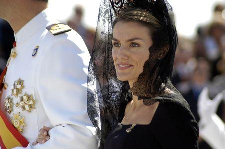 The Princes of Spain, Felipe de Borbon y Doña leticia, in delivering the flag Spanish frigate Alvaro de Bazan, in the port of Motril in 2006 Editorial