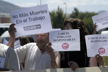 manifestation of the trade unions ugt and ccoo (general union of workers and workers commissions), by the death of a worker in an industrial accident in granada, 05.07.2007 Editorial