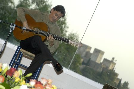 cano: Music show with guitarist Jos� Manuel Cano, in the events in honor of San Cayetano de Thienne, managers of the College of Granada, Jaen and Almeria, in the grounds of the Chumbera of Granada, 06.07.2007
