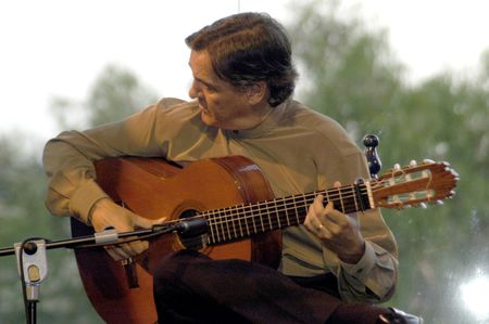 cano: music show with guitarist jos� manuel cano and singer carmen garc�a segura, in the events in honor of san cayetano de thienne, managers of the college of granada, jaen and almeria, in the grounds of the chumbera of granada, 6  07  2007