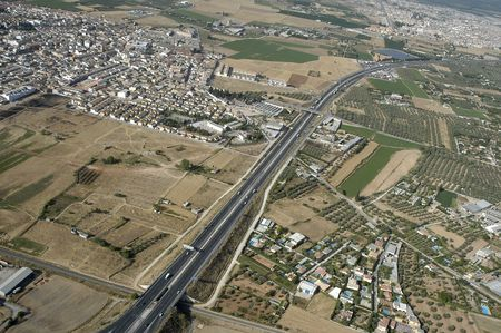 Vista aérea de una autopista en Granada