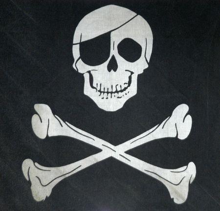 drapeau pirate: symbole de la mort, chaud avec crâne