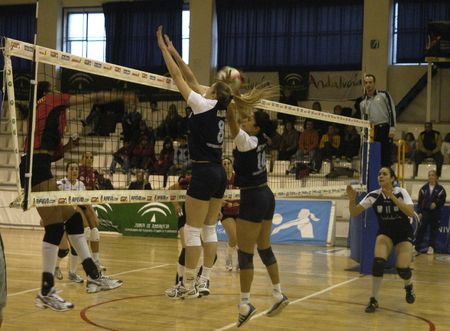 sacra: 20071201 - Granada, Spain, womens volleyball match between the University of Granada and the Ribeira Sacra de Monforte de Lemos Lugo